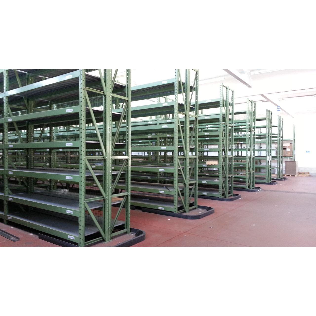 Scaffalature Per Pallets Usate.Scaffalature Industriali Con Ripiani O Porta Pallet E Bancali Pari Al Nuovo