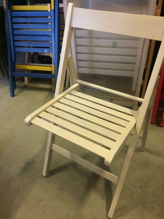 Sedie pieghevoli legno seconda scelta valvaraita stock e for Sedie pieghevoli legno